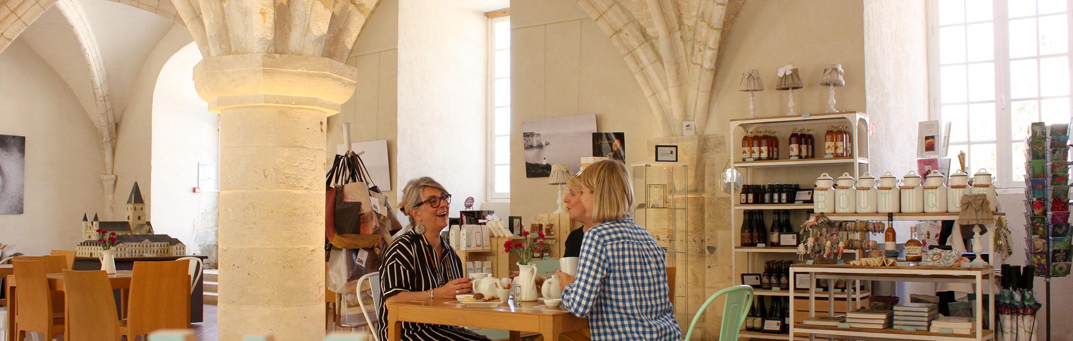 C'est l'heure du thé !    Accordez-vous une pause thé dans l'un de nos salons de thé. Saviez-vous qu'il était possible d'apprécier un bon thé sous les 1
